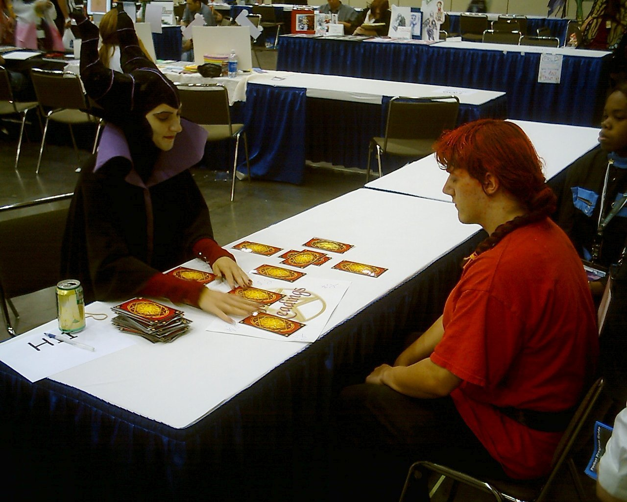 come leggere il futuro - When I saw Maleficent doing tarot readings at a table in Artist's Alley, I had to get a photo of it.